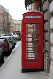 Antike englische Telefonzelle lizenzfreie stockbilder