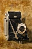 Antike Falte-Kamera mit Grunge Beschaffenheit stockfoto