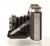 Antike faltende mittlere Format-Kamera im Profil Stockfoto