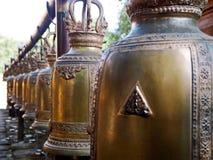 Antike goldene Bell im Templet lizenzfreie stockfotografie