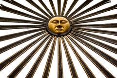 Antike goldene Installationen von Sonnenstrahlen Stockfotos