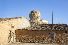 Antike Häuser an Dorf Aguilar de Montuenga Stockfoto