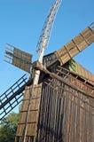 Antike hölzerne Windmühle Lizenzfreie Stockfotografie