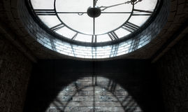 Antike hintergrundbeleuchtete Uhr Stockbild