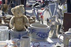 ANTIKE-MARKT. Der Teddybär Lizenzfreie Stockfotos