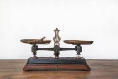 Antike mechanische wiegende Skalen Stockfotografie
