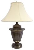 Antike Messingtabellen-Lampe lizenzfreie stockfotografie