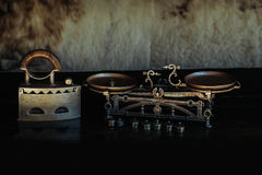 Antike metallisiertes Retro- Eisen und Skalen Stockfotos