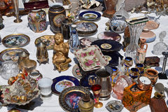 Antike Porzellanplatten und -Vasen Stockbild