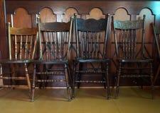 Antike Pressback-Stühle Lizenzfreie Stockfotografie