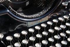 Antike Schreibmaschine vom Anfang20. jahrhundert an der Industrieausstellung in einer Kunstgalerie Lizenzfreie Stockfotos