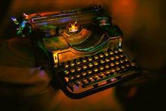 Antike schwarze Schreibmaschine stockfotos