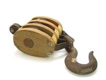 Antike Seilrolle und Haken lizenzfreie stockfotos