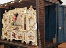 Antike Spieluhrmaschine stellte sich an der oktoberfest munichantique Spieluhrmaschine dar, die in oktoberfest München dargestell Lizenzfreie Stockfotos