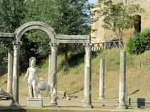 Antike Statue im Landhaus Adriana, Tivoli Rom Lizenzfreie Stockfotos