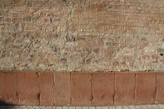 Antike Stein Mauer, tegelstenv?gg som bakgrund arkivfoto