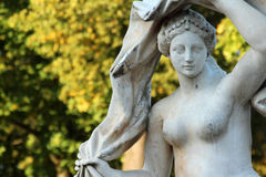 Antike Steinstatue der Göttin Galatea im Catherine-Park, Pushkin, St Petersburg Stockfotografie