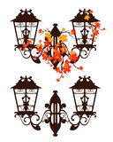 Antike Straßenbeleuchtung unter Herbstlaubvektor Lizenzfreies Stockbild