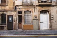 Antike Tür und alte Wand in der Straße Lizenzfreie Stockfotografie
