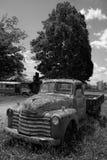 Antike Weinlese klassischer Rusty Pickup Truck Black und Weiß Lizenzfreies Stockfoto