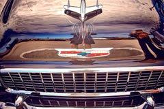 Antike Weinlese und alte Autos stockfoto