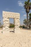 Antiker Bogen und blühender Garten in Jaffa, Israel Lizenzfreies Stockbild