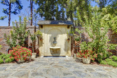 Antiker Brunnen in Marston House Museum u. in den Gärten San Diego, C Lizenzfreie Stockfotografie