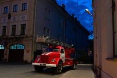 Antiker Firetruck in St Petersburg lizenzfreie stockbilder
