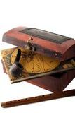Antiker Fiskuskasten mit Reisediery, -rohr und -flöte Lizenzfreie Stockfotografie