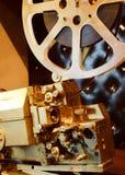Antiker Goldfarbenprojektor mit dem Film Stockbild
