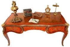 Antiker königlicher Schreibtisch mit Büchern stockfoto