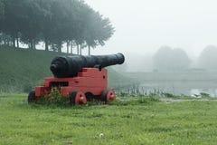 Antiker Kanon auf einer Verstärkung Stockfotos
