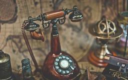 Antiker Klassiker-drehendes wählendes Telefon stockbilder