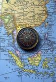 Antiker Kompass auf Karte (südostasiatische Region) Lizenzfreie Stockbilder