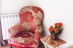Antiker Lehnsessel mit Blumenmuster lizenzfreie stockfotografie