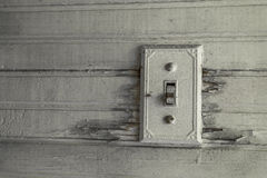 Antiker Lichtschalter in einem verlassenen Haus lizenzfreie stockfotos