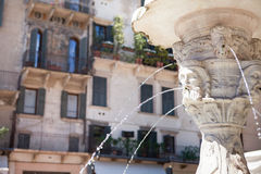 Antiker Marmorbrunnen in Verona, Italien Lizenzfreies Stockbild