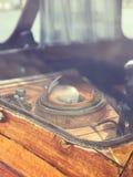 Antiker nostalgischer Schiffs-Kompass stockfoto