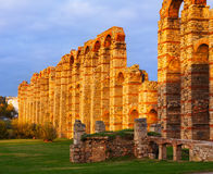 Antiker römischer Aquädukt in Mérida spanien Lizenzfreies Stockbild