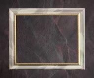 Antiker Rahmen lokalisiert auf dunkelgrauem schwarzem Schieferhintergrund oder -beschaffenheit lizenzfreie stockfotografie