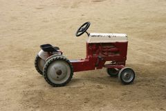 Antiker Spiel-Traktor Stockbilder