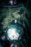 Antiker Weihnachtsball mit den Wörtern Lizenzfreie Stockfotos