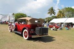 Antikes amerikanisches Luxusauto gefahren Stockfoto