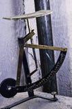 Antikes Briefwaage colorfull stockbild