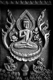 Antikes Buddha gestaltetes Holz im Tempel lizenzfreie stockfotos