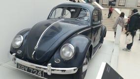 Antikes Käfer-Auto dunkelblau Stockfoto