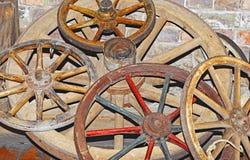 Antikes Lastwagenrad Stockbild