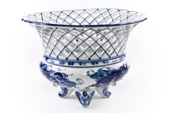 Antikes Porzellan, Porzellanfruchtvase. Lizenzfreies Stockbild
