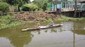 Antikes Ruderboot in Thailand stock footage