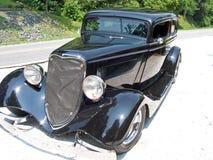 Antikes schwarzes Auto lizenzfreie stockfotos